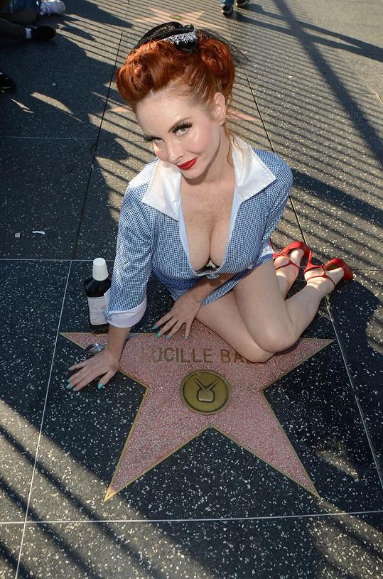 Phoebe Price se vlastní hvězdy na chodníku slávy rozhodně nikdy nedočká.