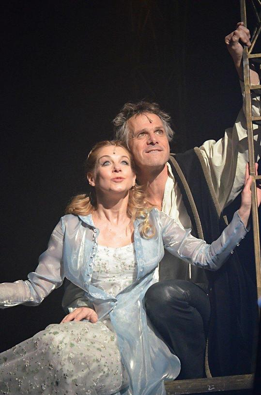 Po patnácti letech opět září po boku Janka Ledeckého v muzikálu Galileo. Za tu dobu vůbec nezestárla.