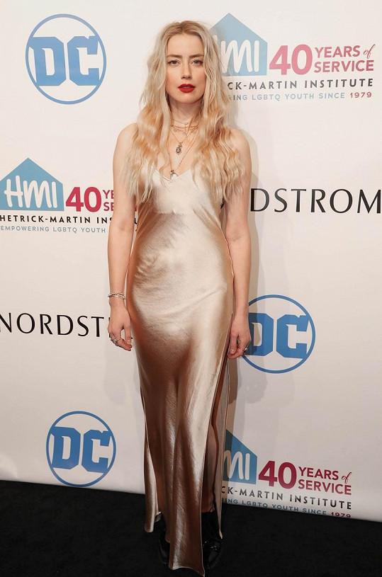 Amber Heard se stala matkou.