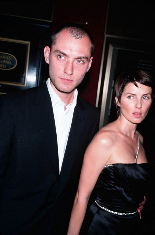 S exmanželem Judem Lawem v roce 2001
