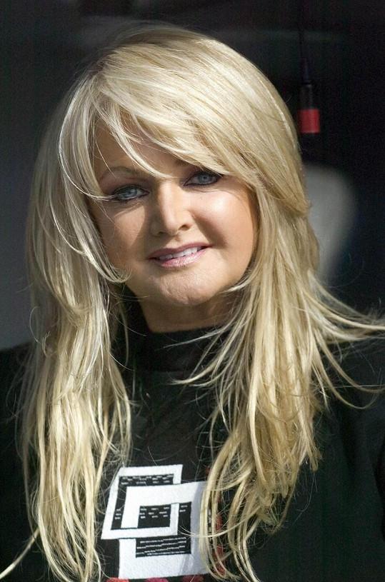 V roce 2008 už svůj účes maličko změnila.