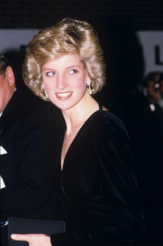 Navrhl i slavný sametový model, který Diana oblékla na premiéru Bídníků.