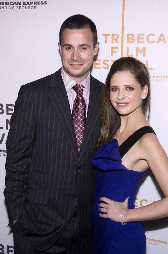 S manželkou se seznámil na natáčení hororu Tajemství loňského léta.