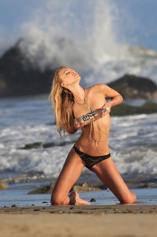 V kampani je česká modelka mimořádně žhavá.