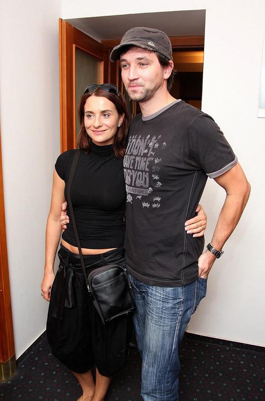 V roce 2011 se moderátor rozvedl s herečkou Kateřinou Lojdovou. Byli spolu 12 let. S exmanželkou má dceru Ester a syna Adama.