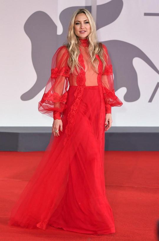 Kate Hudson na Benátském filmovém festivalu.