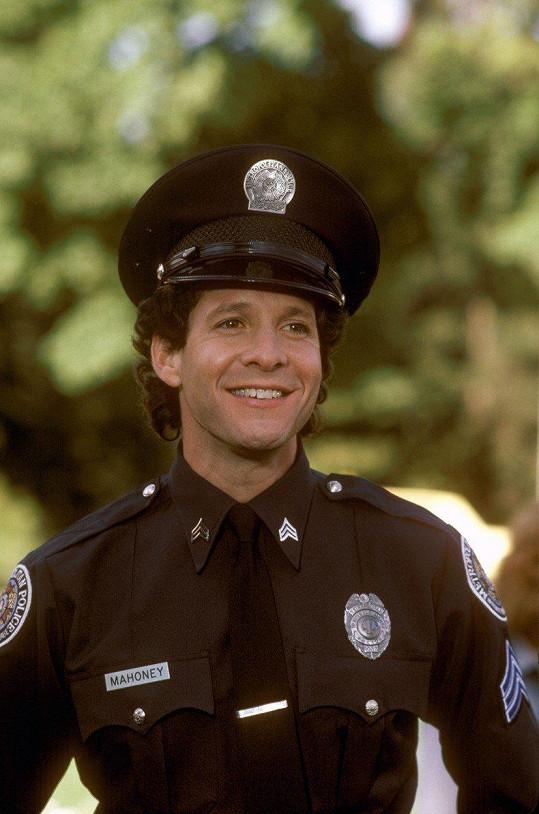 Steve Guttenberg jako seržant Mahoney v Policejní akademii