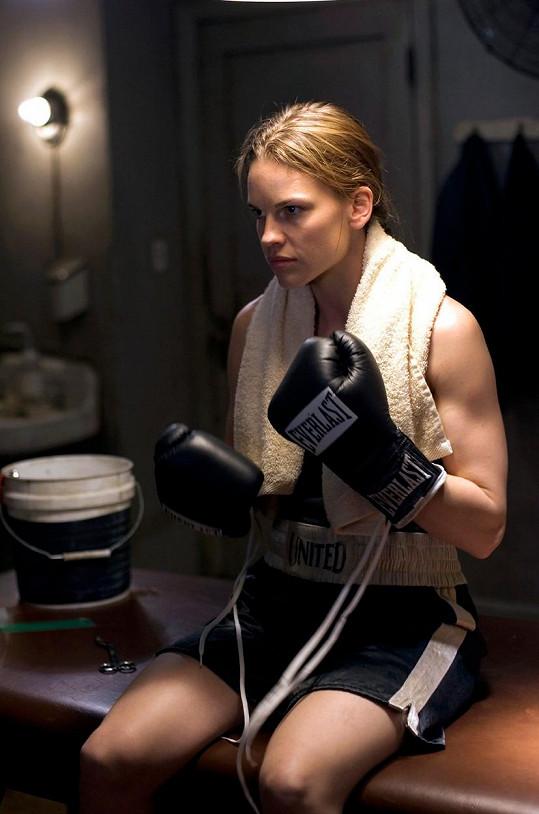 Kvůli roli boxerky nabrala 9 kilo svalů.