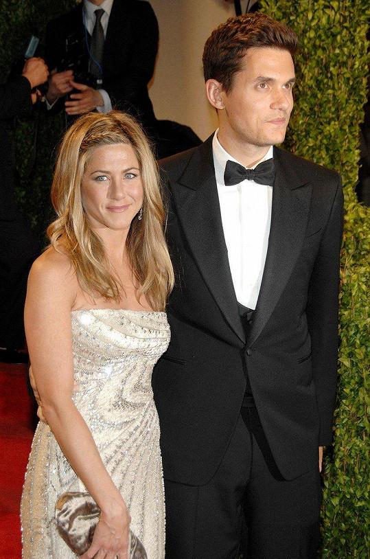 Randil s řadou savných žen, včetně Jennifer Aniston.