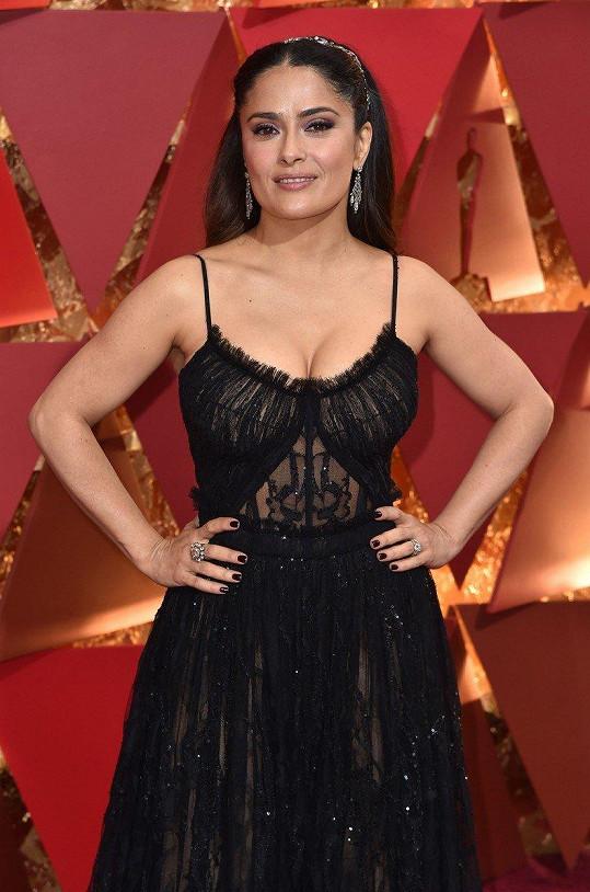 Salma často provokuje sexy modely. Tenhle je z letošních Oscarů.