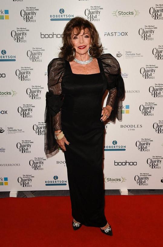 Joan Collins na charitativním bále v Manchesteru