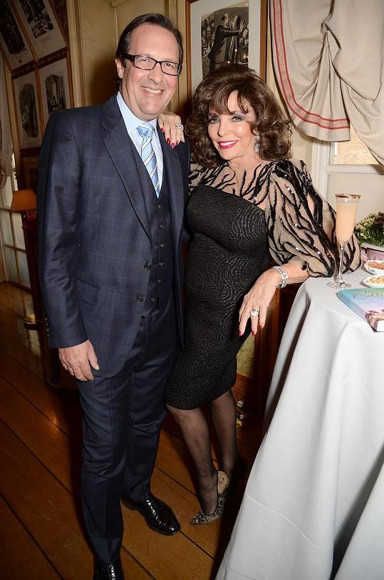 Joan Collins na křtu své knihy s manželem Percym Gibsonem.