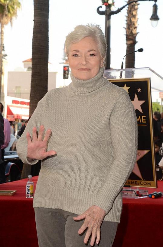 Herečka přišla podpořit kolegu Burta Warda na odhalení jeho hvězdy na chodníku slávy.