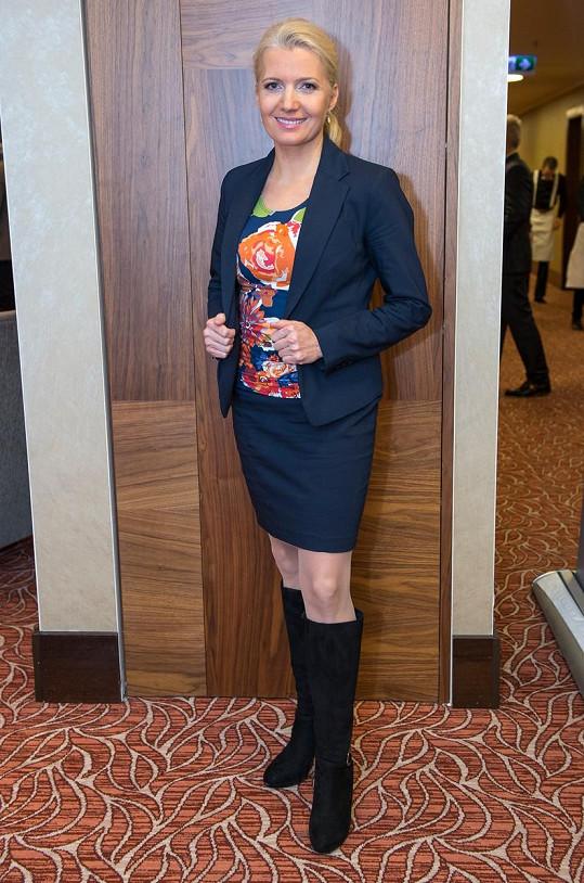 Aneta Parišková moderuje zpravodajství na TV Joj.