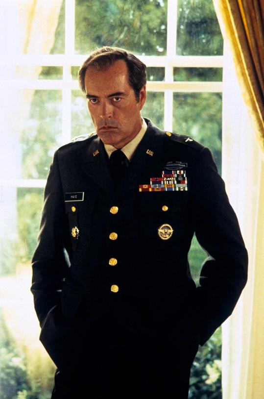 Oliver Stone jej obsadil do filmu Nixon (1995)