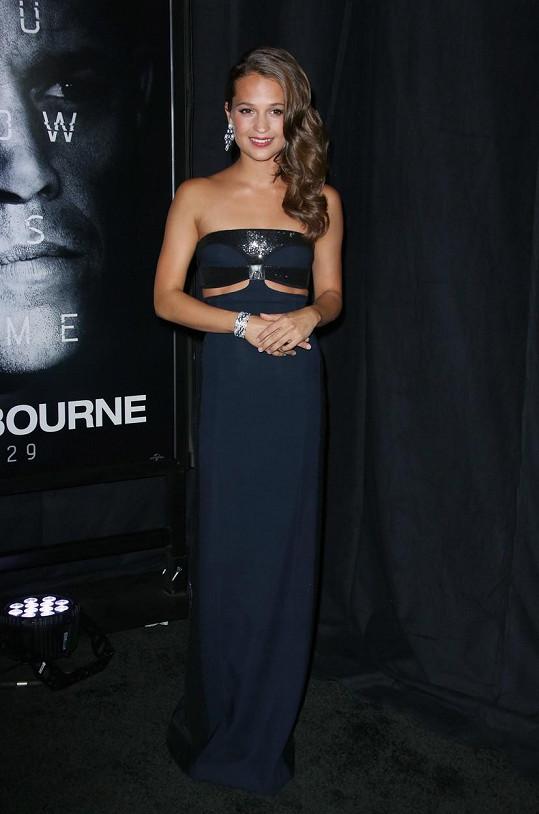 Další ženskou roli ztvárnila Alicia Vikander.