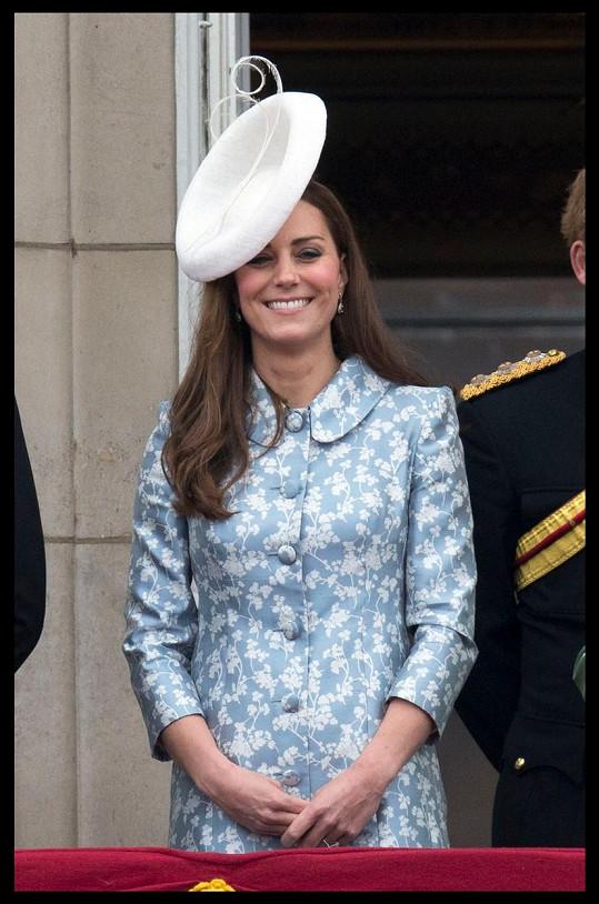 Vévodkyně z Cambridge s pusou od ucha k uchu