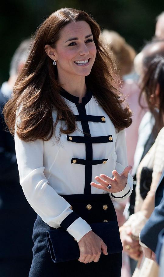Kate námořnický styl sluší.
