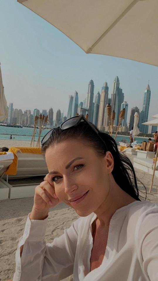 Odlet do Emirátů odložila třikrát.