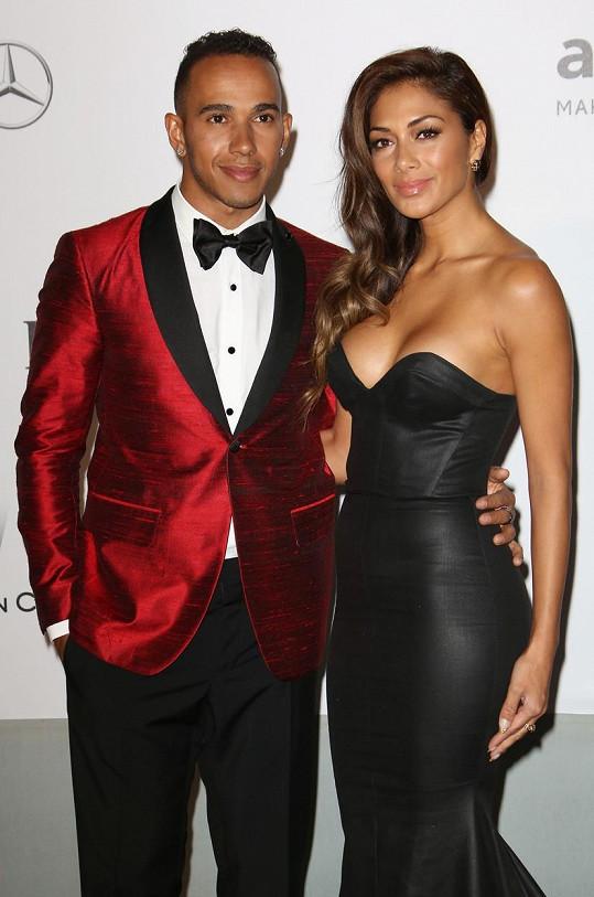 Nicole Scherzinger tvořila pár s Lewisem Hamiltonem.