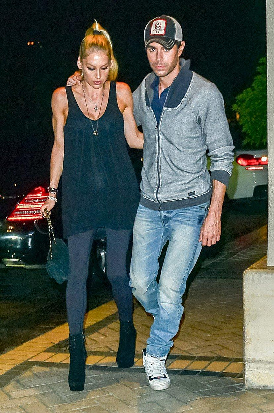 S bývalou tenistkou Annou Kurnikovovou vychovává Enrique Iglesias dvojčata Lucy a Nicholase.