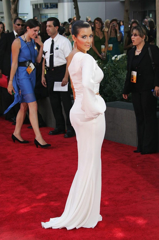 Několik kilo z oněch devíti se Kim nejspíš vrazilo do pozadí.