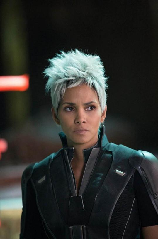 Halle Berry musela točit scény pro film X-Men: Budoucí minulost rychle, jak narůstala, nevešla se do kostýmu.