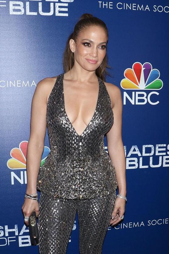 Jennifer Lopez vsadila na odvážný dekolt.