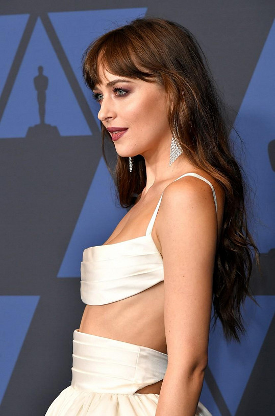 Vrchní část modelu odhalovala její štíhlý pas.
