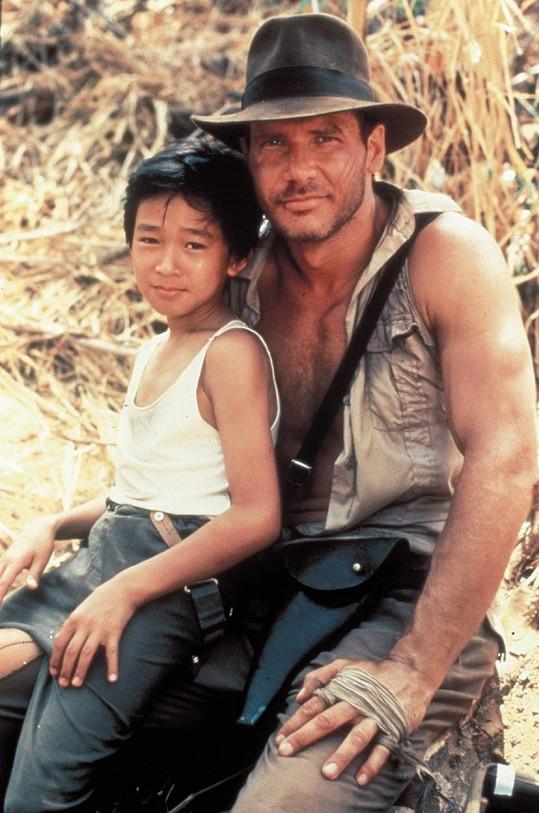 Jonathan Ke Huy Quan si s Harrisonem Fordem zahrál jako 12letý.