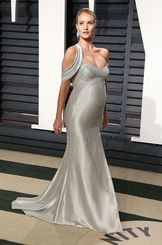 Modelka se pochlubila kulatým bříškem.