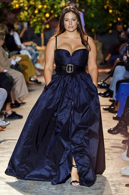 Na další milánské přehlídce už Ashley oblékla odvážnější model.