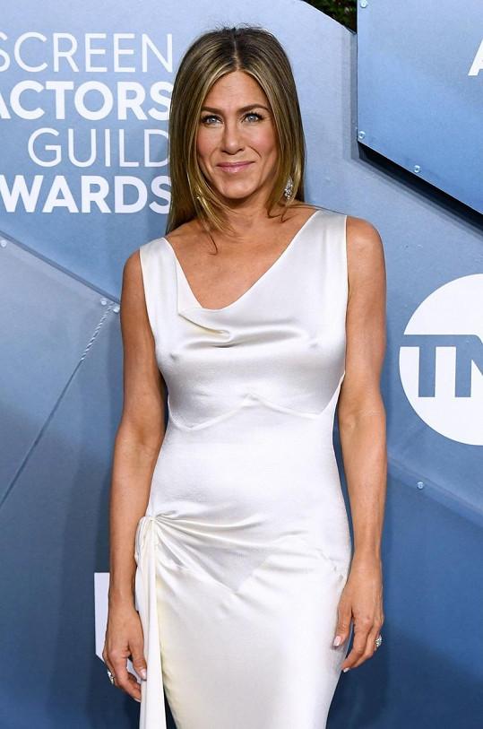 Jennifer Aniston vypadá snad rok od roku lépe.