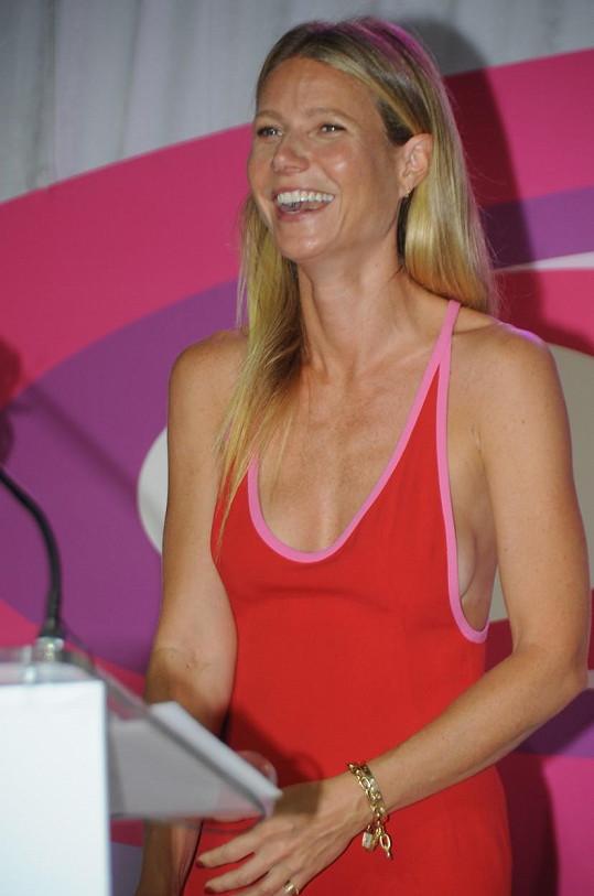 Gwyneth Paltrow rozdávala na charitativní akci úsměvy.