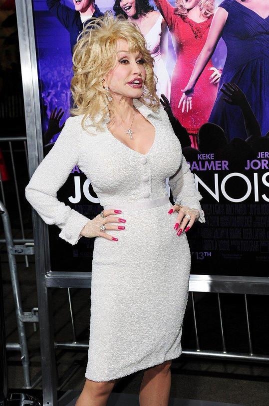 Dolly Parton v roce 2012 na premiéře svého filmu Nahlas a naplno