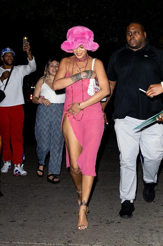 Rihanna oblékla na rande průhledné šaty.