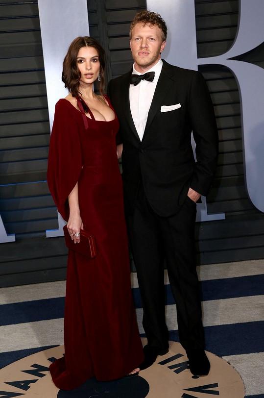 Emily Ratajkowski a Sebastian Bear-McClard čekají první dítě.