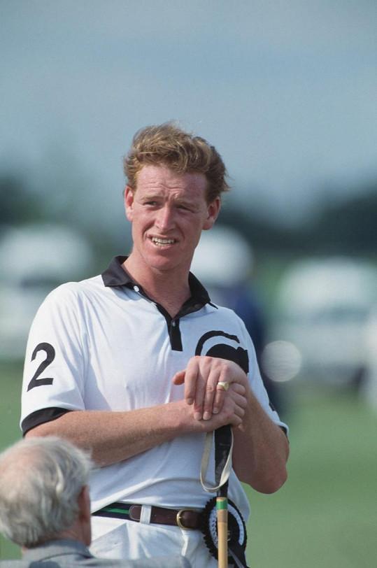 Hewitt na snímku z 80. let při hře póla