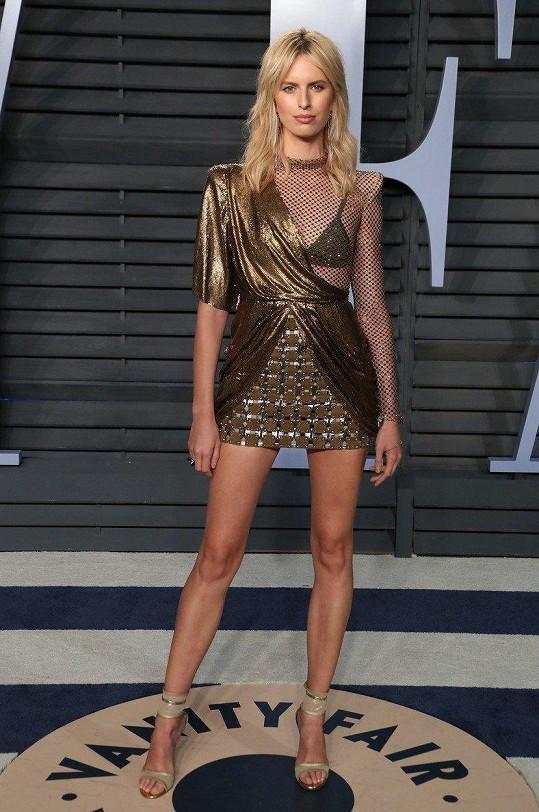 Na Vanity Fair večírek se převlékla do zlatých minišatů.