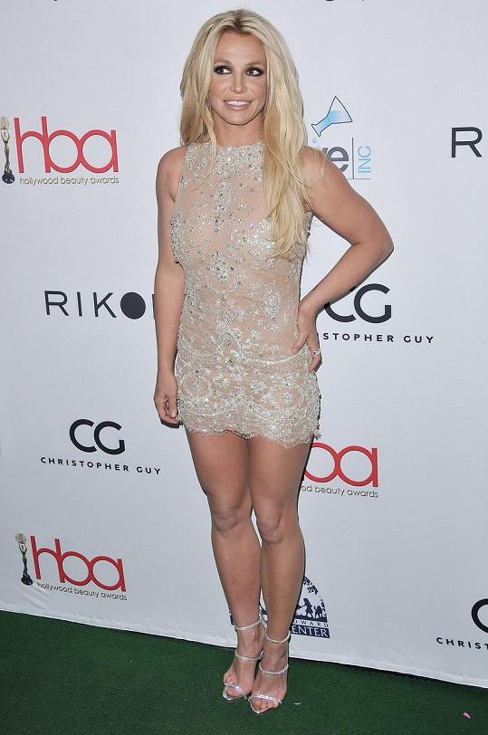 Že by se pak Avril oblékla do odvážnějších kousků, které má Britney tak ráda?