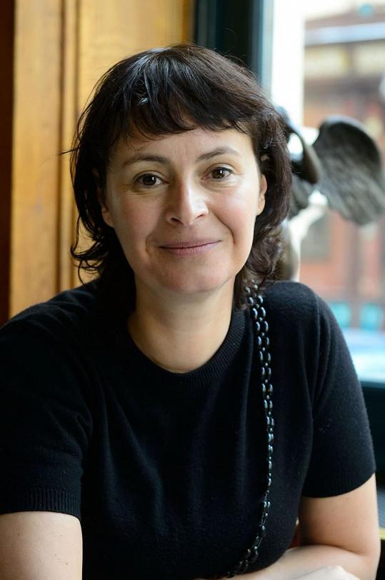 Lenka Vlasáková často volí přirozenou vizáž.