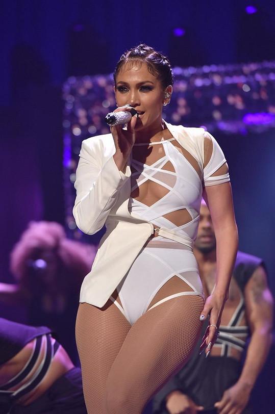 Jennifer Lopez táhne na padesát, ale stále je sexy.