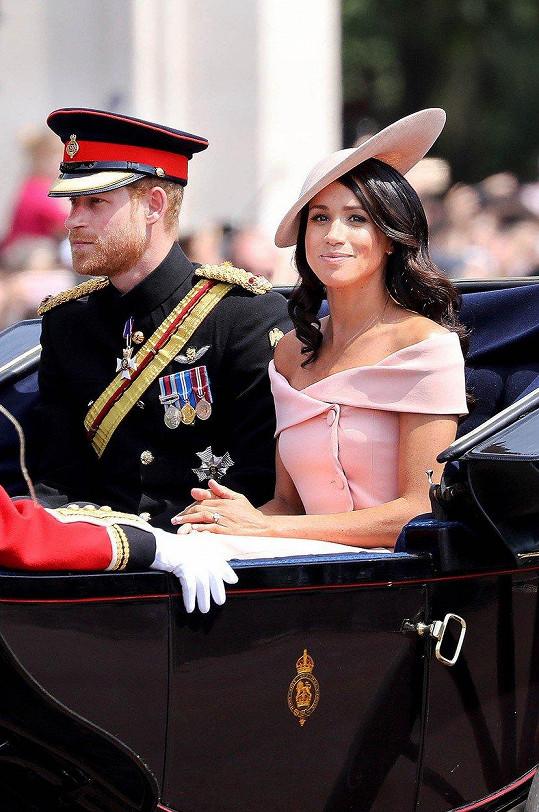 Přehlídka Trooping the Colour k oslavně 92. narozenin královny Alžběty II.