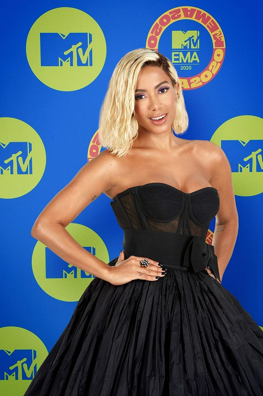 Zpěvačka Anitta se také pochlubila dekoltem.