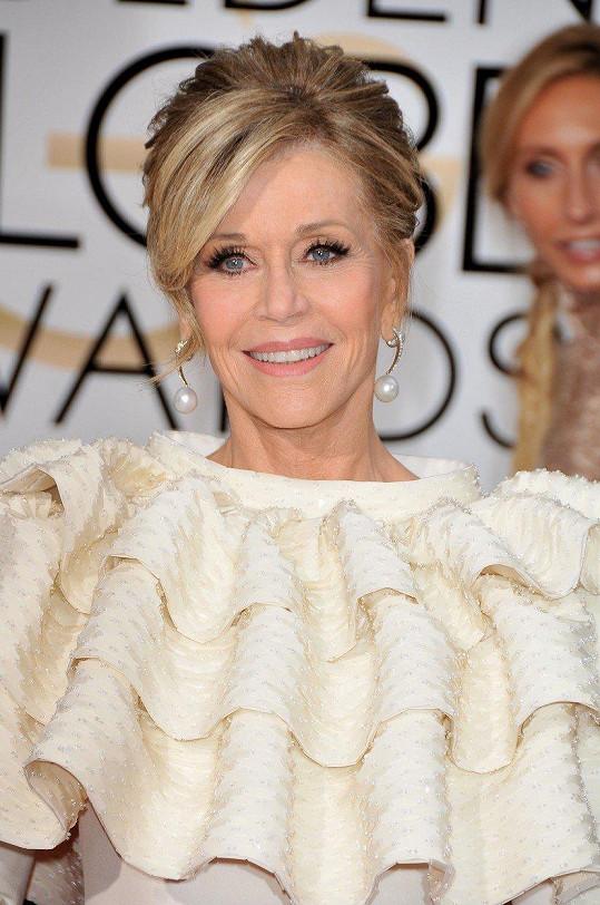 Módní kritikové ji sice nepochválili, účel však šaty splnily na výbornou.