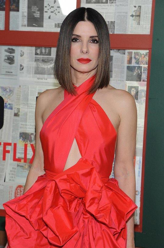 Sandra Bullock na promítání filmu Bird Box jenom zářila.