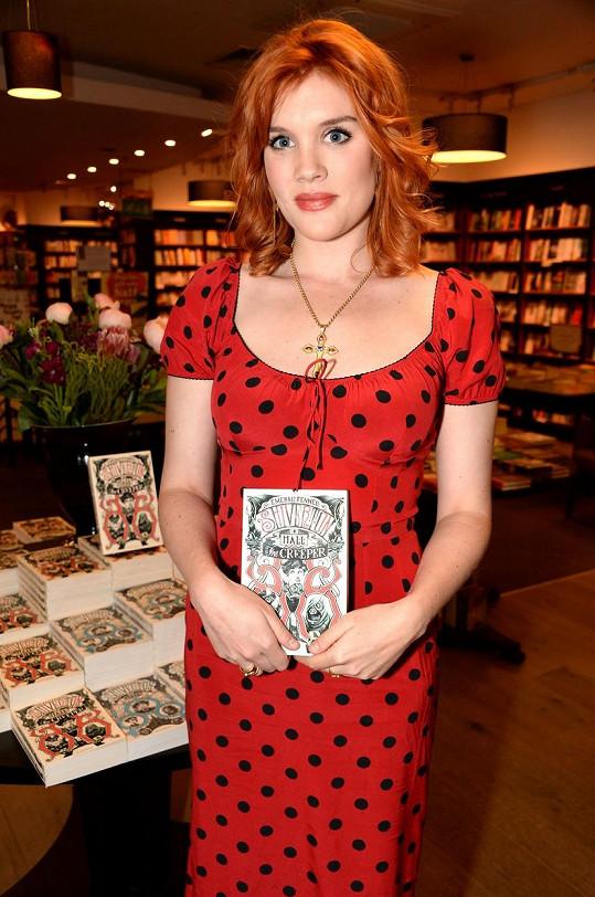 Mimo jiné je úspěšnou autorkou dětských knih.