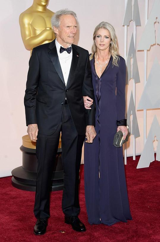 Christina Sandera letos doprovázela Clinta Eastwooda na Oscary, kde byl mezi nominovanými za režii Amerického snipera.