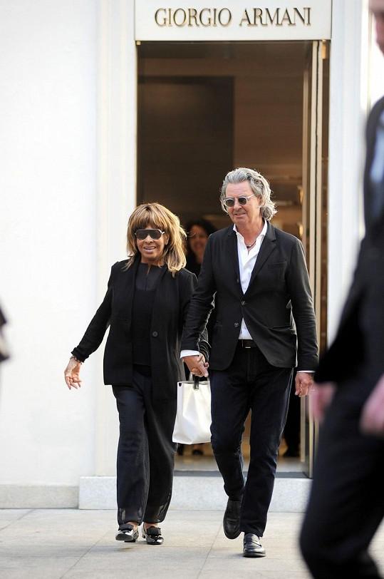 Tina Turner a její manžel Erwin Bach na nákupech