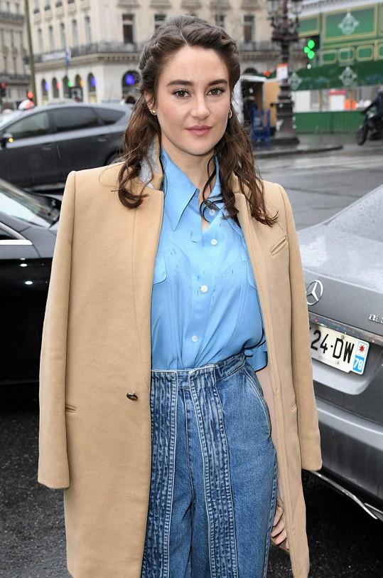 Shailene Woodley potvrdila zásnuby s hráčem amerického fotbalu Aaronem Rodgersem.